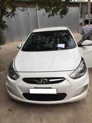 Cần bán xe Hyundai Accent 2013 số tự động màu trắng