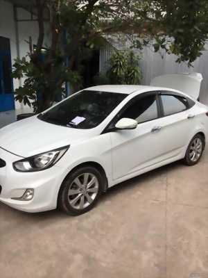 Cần bán xe Hyundai Accent 2013 số tự động màu trắng bản full ghế da