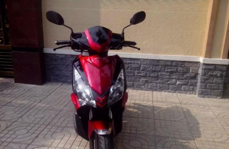 Cần bán xe Honda Air Blade Thái màu đỏ mới 98%