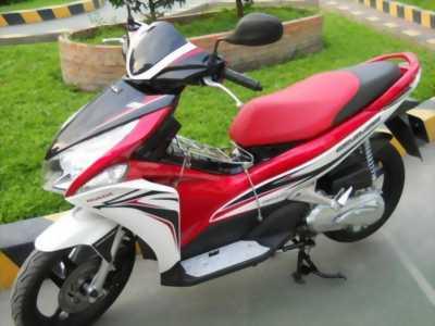 Mình cần bán xe Honda Air blade Fi, màu trắng đỏ, BSTP, 2012, mới 95%