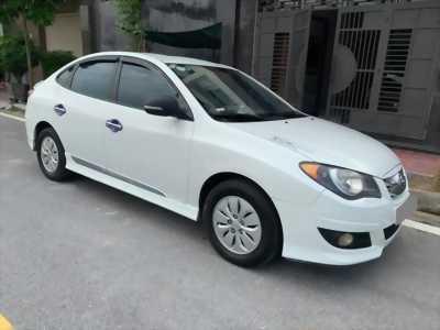 Bán Hyundai Avante màu trắng 2013 số sàn xe gia đình. X