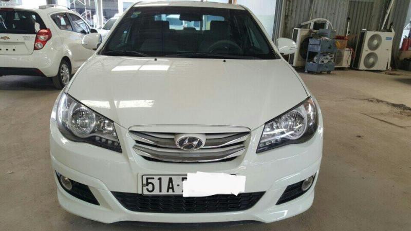 Mình cần bán xe Hyundai Avante 1.6AT 2013, màu trắng siêu đẹp