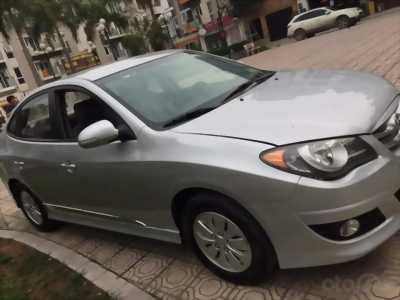 Bán Hyundai Avante 2013 số sàn màu bạc xe đi kỹ đẹp.