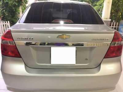 Nhà cần bán Chevrolet Aveo đời 2017 số tay màu bạc,