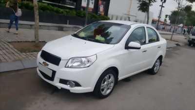 Cần bán xe Chevrolet Aveo LT 2017 số sàn màu trắng