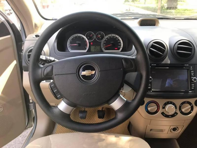 Bán Chevrolet Aveo 2017 số sàn, màu Bạc xe cực đẹp.