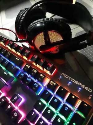 Cần bán combo bàn phím và headphone