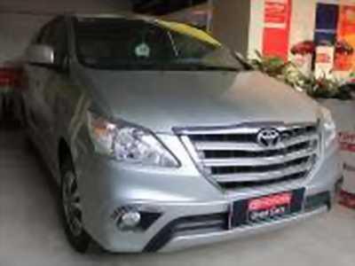 Bán xe ô tô Toyota Innova 2.0V 2016 giá 723 Triệu