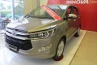 Bán xe ô tô Toyota Innova 2.0V 2018 giá 925 Triệu