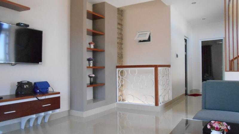 Cần tiền bán gấp nhà mặt tiền C4 giao Phạm Hùng. DT 90 m2