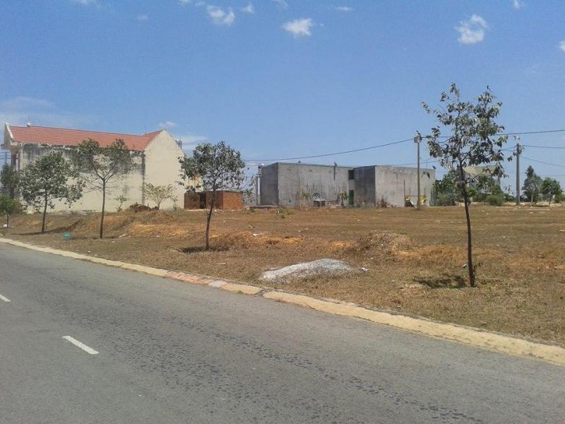 cần tiền bán gấp miếng đất 10x25 m2 giá chỉ 650tr/lô