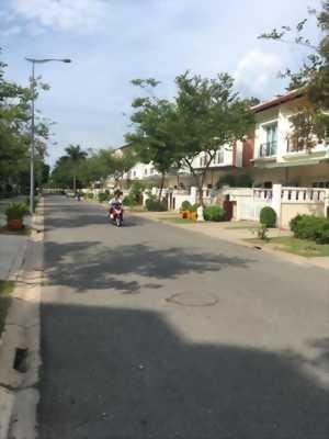 Cần bán nhà trong khu đô thị Ecolakes, đầy đủ tiện nghi.