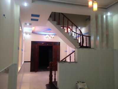 Bán gấp biệt thự DT 400m2, 1 tầng 3 phòng ngủ.
