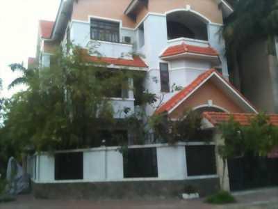 Cần bán biệt thự 2 mặt tiền đường Phạm Văn Đồng, nhà hẻm xe hơi