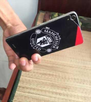 Điện thoại Mobell novaF7 bị bể nắp