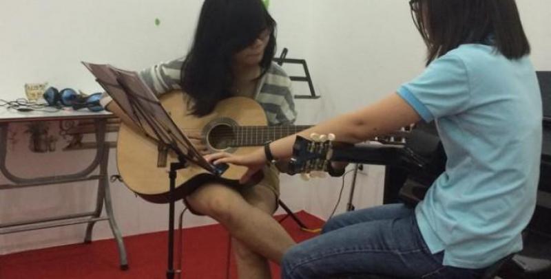 Nhận dạy guitar tại nhà.