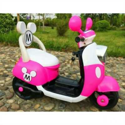 Xe Vespa màu hồng cho bé
