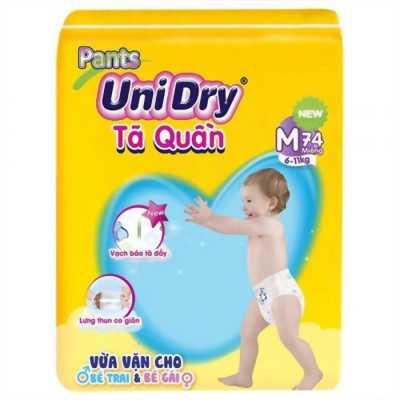 Tã quần Unidry size M74 (74 miếng / gói) thích hợp với bé cân nặng từ 6-11kg