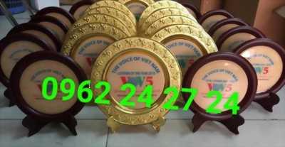 nơi cung cấp đĩa quà tặng, đúc đĩa kỷ niệm ngày trọng đại, bán đĩa viền gỗ nhận in ấn nội dung lên đĩa