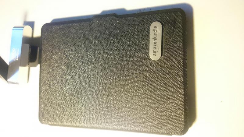 Combo máy đọc sách (e-reader) Kindle basic 8th.