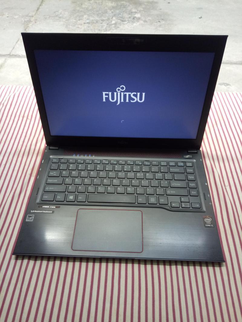 FUJITSU LIFEBOOK UH554 -i5 4210U,4G,128G,13inch