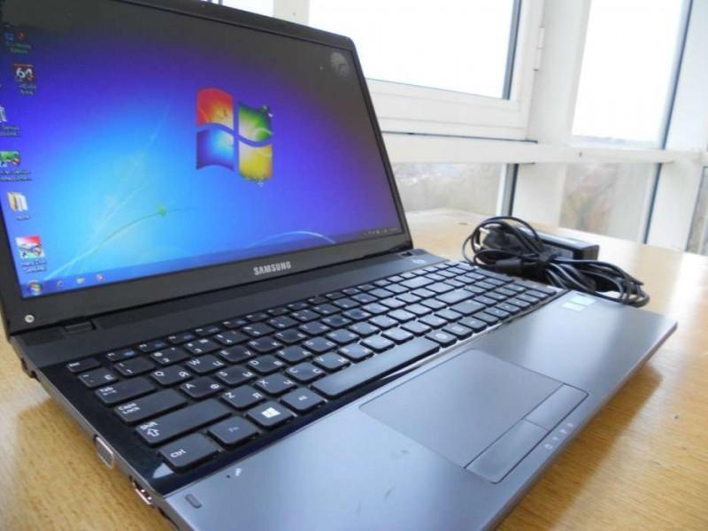 Tôi cần bán Laptop Samsung Q528
