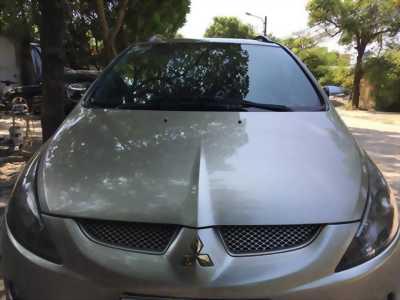 Cần bán xe Mitsubishi Grandish đời 2006 tự động màu trắng