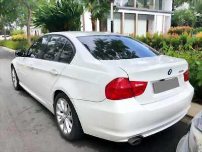 Bán em BMW 320i màu trắng dk 12/2009 tự động chạy