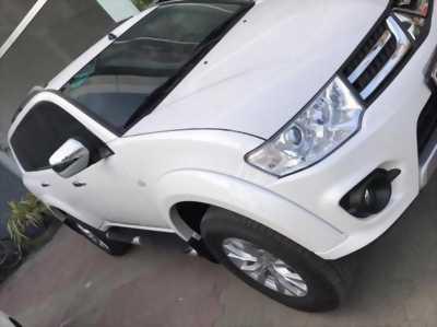 Gia đình cần bán xe Pajero 2015, số sàn, máy dầu, màu trắng