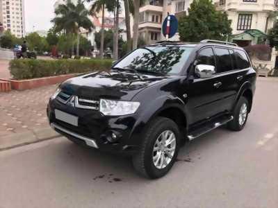 Cần bán xe Mitsubishi Pajero 2017 máy xăng số tự động, màu đen