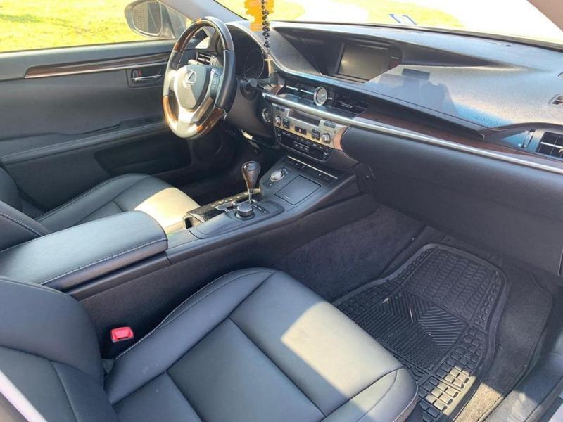 Gia đình cần xe Lexus es 350, sản xuất 2014, số tự động, nhập mỹ, màu xám,