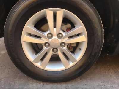 Gia đình cần bán xe Zinger GlS 2011, số tự động, màu vàng cát,