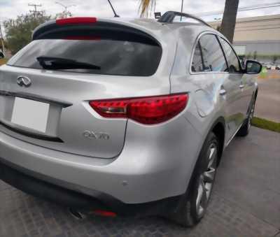Cần tiền bán gấp xe Infiniti qx70 2016 .Xe màu bạc