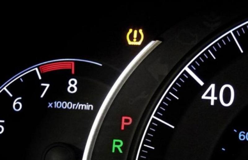 5 tín hiệu đèn trên xe bạn không nên lơ là