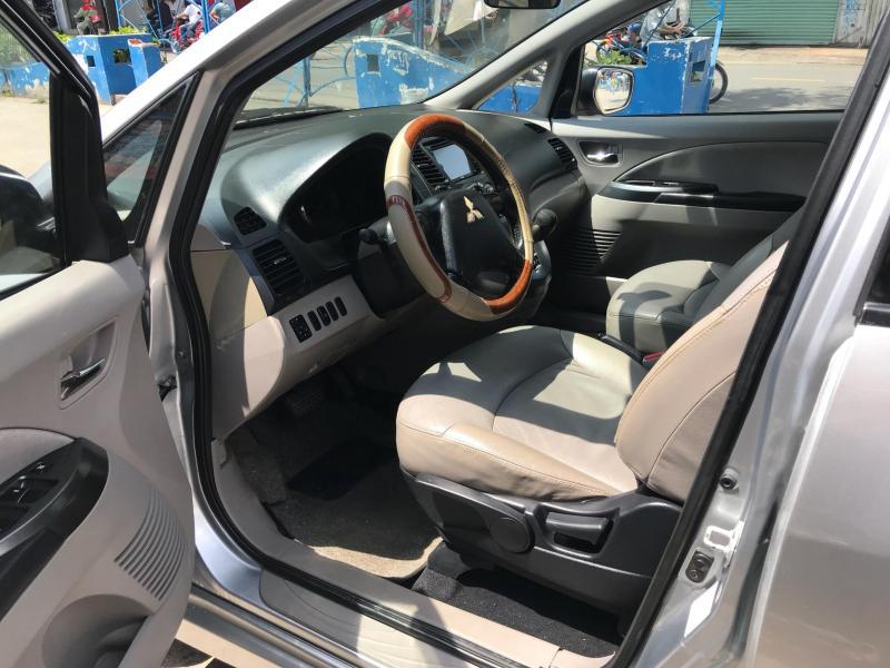 Bán xe Grandis 2005, số tự động màu bạc chính chủ nhà dùng còn mới tinh.