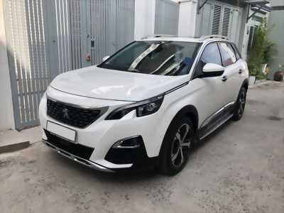 Cần bán xe Peugeot 3008 sản xuất 2018 màu trắng.