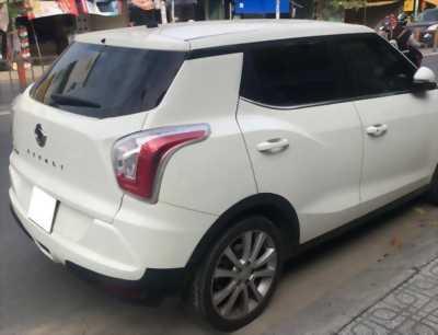 Cần bán xe Ssangyong Tivoli 2016, số tự động, màu trắng lung linh.