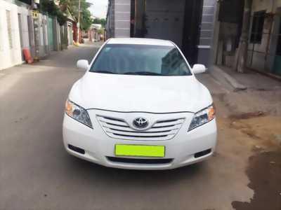 Cần bán xe Toyota Camry 2.4LE đăng kí 2008 màu trắng