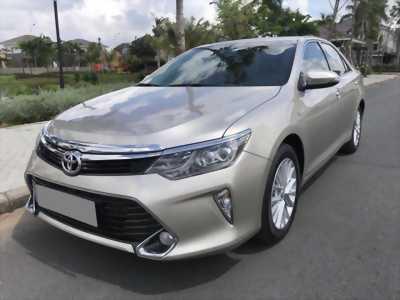 Bán gấp Toyota Camry 2.0 2018 màu vàng cát tự động full option