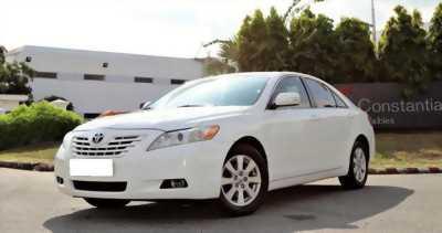 Cần bán xe Camry LE 2007, số tự động, màu trắng.