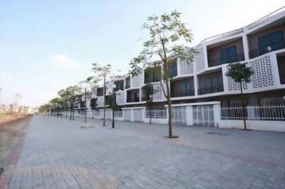 Bán nhà liền kề gần Quốc lộ 32, giá chỉ 3 tỷ/ căn cả nhà và đất.