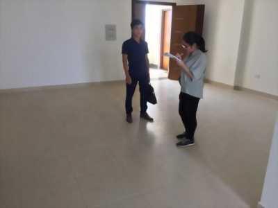 Cần bán căn hộ chính chủ sổ đỏ dt 117m2 tại 60 hoàng quốc việt. Giá 28tr/m2.