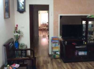 Gia đình cần nhượng lại chung cư E6 quận Hai Bà Trưng, mặt đường Kim Ngưu