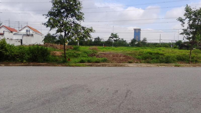 Cần tiền trả nợ bán gấp lô đất thổ cư 600m2 giá 400tr/150m2, sổ hồng, đường lớn 18m