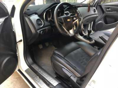 Cần bán xe Chevrolet Cruze 2017 màu trắng bản LT số sàn,