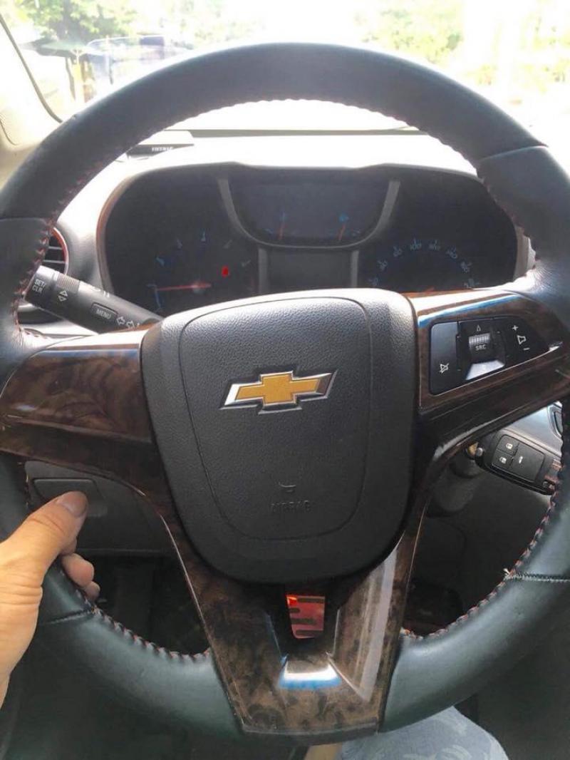 Cần bán gấp Chevrolet Orlando 2015 màu đỏ mận