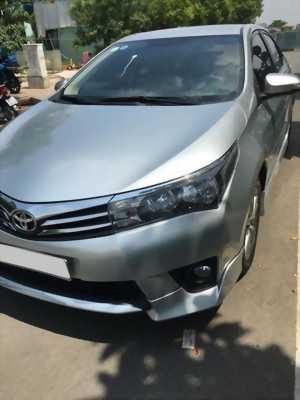 Cần bán xe Toyota Altis 2015 số sàn màu bạc, đi 43.000 Km
