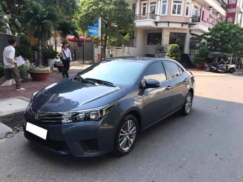 Cần tiền bán xe ô tô Altis 2015, sô sàn, màu xanh, nhà dùng rất kỷ