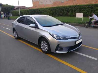 Bán toyota altis 2017 đk 2018 số tự động màu bạc, xe nhà