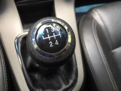 Cần bán xe Chevrolet Cruze 2016 số sàn màu trắng, xe cọp nhà trùm mền rất ít sử dụng